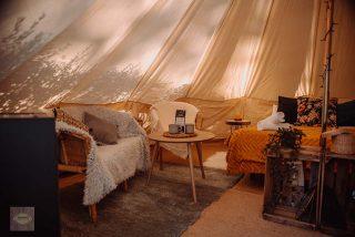 Camping en Sierra Nevada con chimenea en invierno