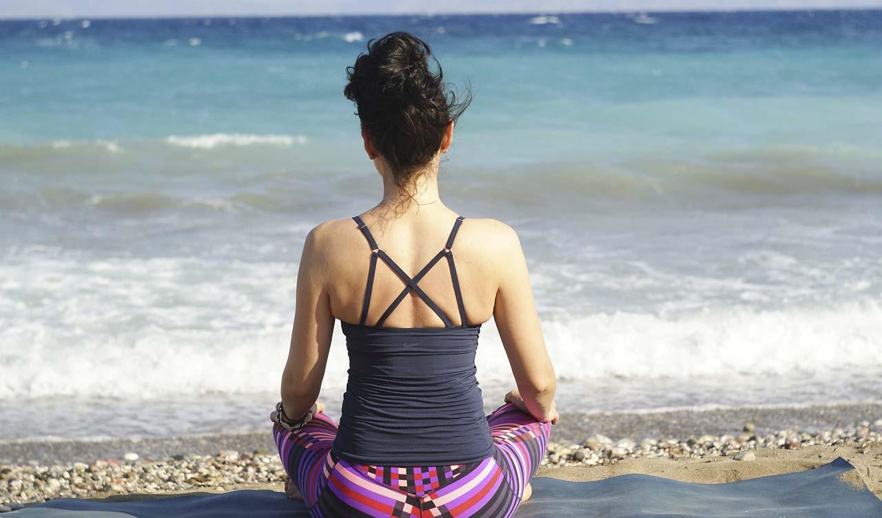 Yoga en la playa de Isla Cristina