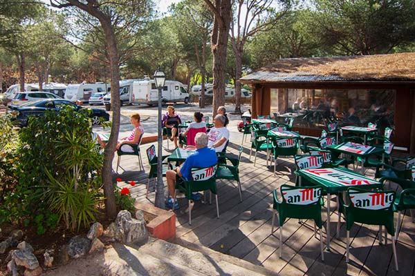Bar terraza del Camping de Marbella