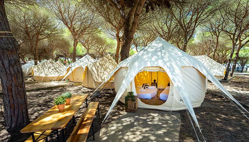 Acampada en Cádiz con tiendas de alquiler