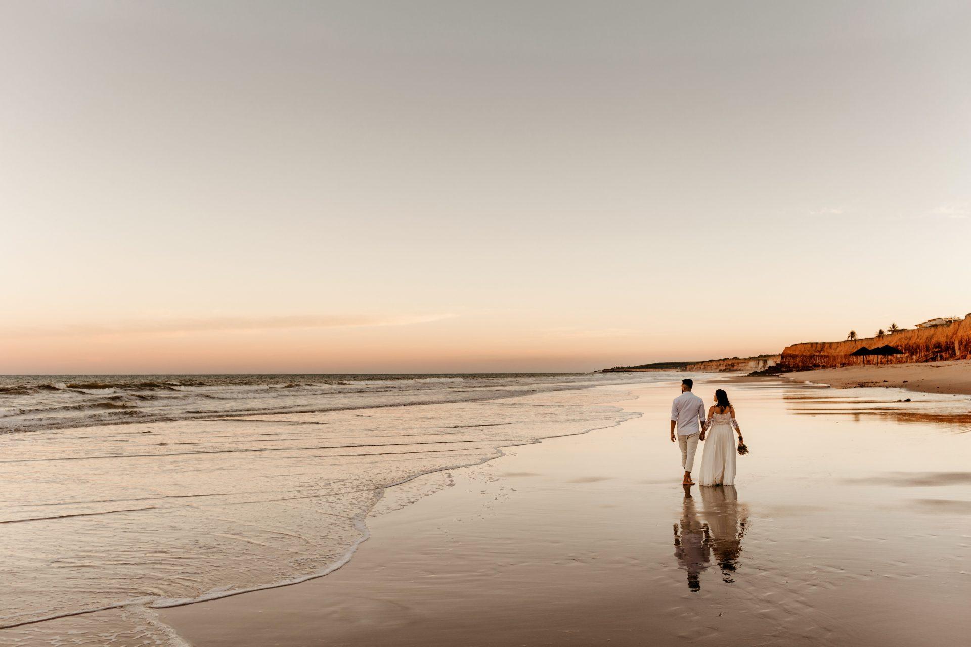 Pareja de escapada romántica en Tarifa